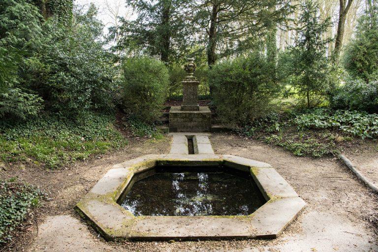 Fontaine Belle eau du château de Fontainebleau