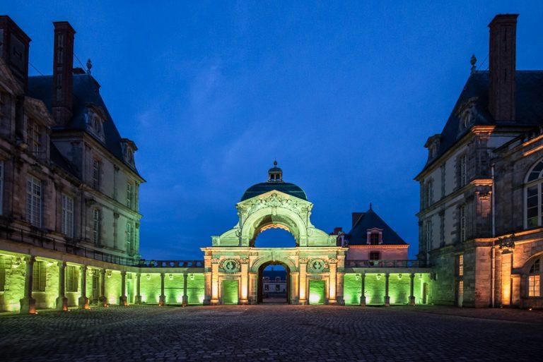 Cour Ovale du château de Fontainebleau éclairée