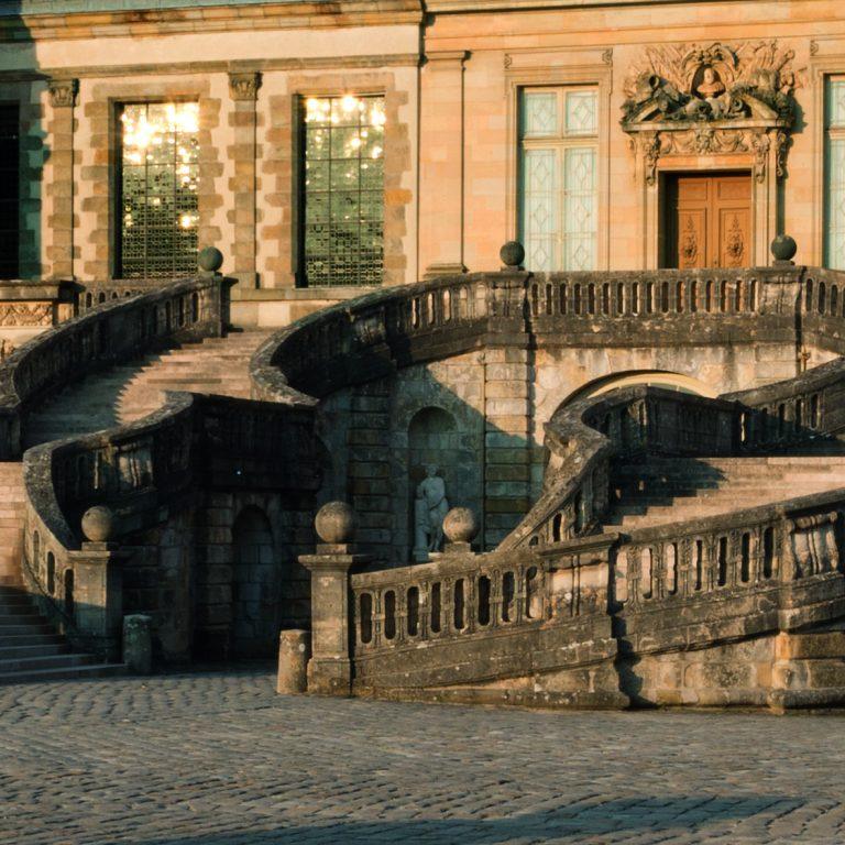 Horseshoe staircase - Château de Fontainebleau (c) Lecuyer-Bibal
