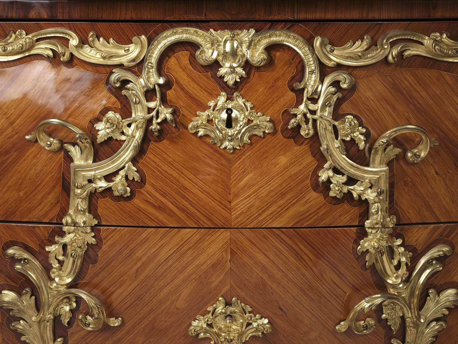 Acquisition de la Commode de Joubert par Fontainebleau  Fontainebleau.rec.faire-savoir.com-commode-de-la-chambre-de-louis-xv-commode-004
