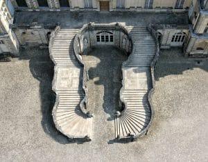 Vue aérienne de l'escalier en Fer-à-Cheval du château de Fontainebleau