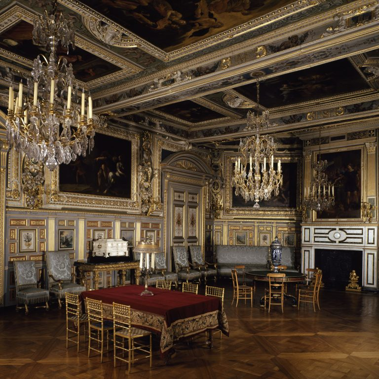 Louis XIII salon
