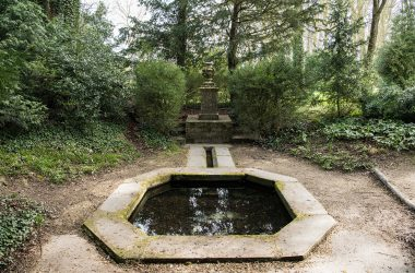 Fontaine Belle-eau. Jardin Anglais.